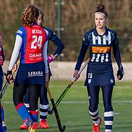 BILTHOVEN -  Hoofdklasse competitiewedstrijd dames, SCHC v hdm, seizoen 2020-2021.<br /> Foto: Anna de Geus (SCHC) en Marieke de Haas (hdm) bedanken elkaar