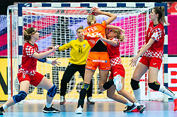 Kelly Dulfer of Netherlands, Dora Krsnik of Croatia in action during the Women's EHF Euro 2020 match between Croatia and Netherlands at Sydbank Arena on december 06, 2020 in Kolding, Denmark (Photo by RHF Agency/Ronald Hoogendoorn)