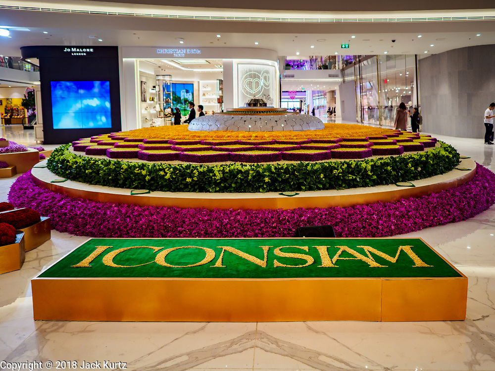 09 NOVEMBER 2018 - BANGKOK, THAILAND: The interior of ICONSIAM before shoppers entered the mall during the grand opening. ICONSIAM opened November 9. ICONSIAM is a mixed-use development on the Thonburi side of the Chao Phraya River. It includes two large malls, with more than 520,000 square meters of retail space, an amusement park, two residential towers and a riverside park. It is the first large scale high end development on the Thonburi side of the river and will feature the first Apple Store in Thailand and the first Takashimaya department store in Thailand.     PHOTO BY JACK KURTZ