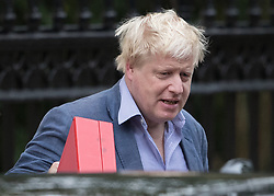 DATE CORRECTED TO TODAY © Licensed to London News Pictures. 30/09/2017. London, UK. Foreign Secretary Boris Johnson carries his ministerial red box as he leaves his London home ahead of the Conservative party conference in Manchester. Mr Johnson has set out his views on the Brexit negotiations in a new interview this weekend. Photo credit: Peter Macdiarmid/LNP