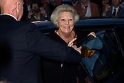 Viering van de tachtigste verjaardag van cabaretier Paul van Vliet in  Theater Carré, Amsterdam. Tijdens de eenmalige voorstelling Vandaag of morgen ter ere van zijn tachtigste verjaardag treedt Van Vliet op samen met collega-cabaretiers Youp van 't  Hek, Herman van Veen, Bert Visscher en Jochem Myjer.<br /> <br /> Op de foto:  Prinses Beatrix