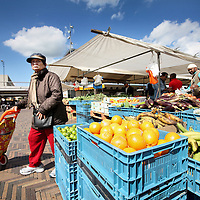 Nederland, Amsterdam Zuid Oost , 5 juni 2011..Markt op het Anton de Komplein in Zuid Oost..Foto:Jean-Pierre Jans