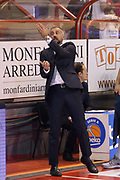 DESCRIZIONE : Campionato 2015/16 Giorgio Tesi Group Pistoia - Acqua Vitasnella Cantù<br /> GIOCATORE : Corbani Fabio  <br /> CATEGORIA : Allenatore Coach Curiosità Mani<br /> SQUADRA : Acqua Vitasnella Cantù<br /> EVENTO : LegaBasket Serie A Beko 2015/2016<br /> GARA : Giorgio Tesi Group Pistoia - Acqua Vitasnella Cantù<br /> DATA : 08/11/2015<br /> SPORT : Pallacanestro <br /> AUTORE : Agenzia Ciamillo-Castoria/S.D'Errico<br /> Galleria : LegaBasket Serie A Beko 2015/2016<br /> Fotonotizia : Campionato 2015/16 Giorgio Tesi Group Pistoia - Sidigas Avellino<br /> Predefinita :