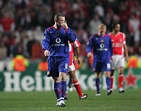 Photo: Lee Earle.<br /> Benfica v Manchester United. UEFA Champions League.<br /> 07/12/2005. United's Wayne Rooney looks dejected as they trail to Benfica.