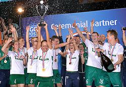 11-04-2015 NED: PKC SWKgroep - TOP Quoratio, Rotterdam<br /> Korfbal Leaguefinale in een volgepakt Ahoy / <br /> Mady Tims met de beker als PKC de finale wint.