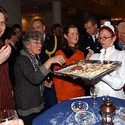 Nieuwjaarsreceptie gemeente Huizen, serveerster, hapjes, klederdracht