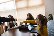 Décembre 2017. Kosovo : 10ème anniversaire de l'indépendance. Mirovica nord, partie serbe. Aleksandra Saška Lazarević, serbe, 20 ans, vit dans une enclave serbe proche de Mitrovica. Ici avec des amis albanais dans son école. Elle est très croyante et se rend régulièrement à l'église orthodoxe Saint-Dimitri située au nord de la ville appelé Kosovska Mitrovica par les Serbes. Elle étudie à l'International business collège, une école de commerce créée par l'ONG néerlandaise Spark pour rapprocher les communautés serbes et albanaises. Elle a plusieurs amis albanais, provoquant l'incompréhension de son entourage. Mais comme la majorité des serbes des enclaves, elle ne reconnaît pas l'indépendance du Kosovo.