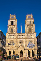 France, Region Centre-Val de Loire, Loiret (45), Orléans, la cathédrale Sainte-Croix et les façades de la rue Jeanne d'Arc // France, Loiret, Orleans, Sainte-Croix cathedral and Jeanne d'Arc street