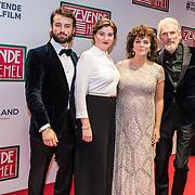 NLD/Amsterdam/20161111 - Oremière film De Zevende Hemel, Henriette Tol, partner Rob Snoek en dochter Louise en partner