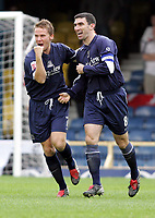 Fotball<br /> England<br /> 2004/2005<br /> 16.10.2004<br /> Foto: SBI/Digitalsport<br /> NORWAY ONLY<br /> <br /> Southend v Swansea<br /> Coca Cola championship League Two<br /> <br /> Southends Mark Gower and Kevin Maher celebrates Fredy Eastwood's goal against Swansea