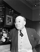 1958 - 11/04 Jimmy O'Dea and Josef Locke in Neary's Bar