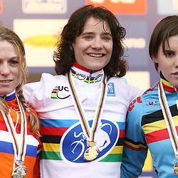 Podium Wereldkampioenschap Vrouwen Koksijde 2012 <br /> Daphny van den Brand - Marianne Vos - Sanne Cant