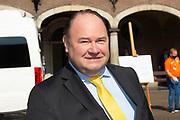 Vertrek van Politici voorafgaand het voorlezen van de troonrede in de Grote Kerk aan leden van de Eerste en Tweede Kamer vanaf het Binnenhof.<br /> <br /> Op de foto:   Henk Otten