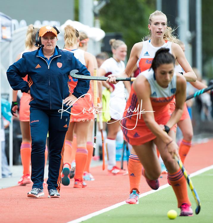 SCHIEDAM - bondscoach Alyson Annan (Ned) tijdens een oefenwedstrijd tussen  de dames van Nederland en Belgie , in aanloop naar het  EK Hockey, eind augustus in Amstelveen. COPYRIGHT KOEN SUYK