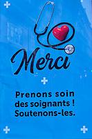France, Paris (75), affiche Coronavirus sur les abris bus durant le confinement du Covid 19 // France, Paris, poster for Coronavirus during the containment of Covid 19