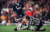 Lazio goalkeeper Luca Marchegiani saves at the feet of Arsenals Fredrik Ljungberg. Arsenal 2:0 Lazio, Highbury Stadium, UEFA Champions League, Group B, 27/9/2000. Credit Colorsport / Stuart MacFarlane.