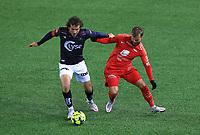 Fotball , 02. desember 2020 , Eliteserien , Viking Stavanger - Brann Bergen.<br />Joe Bell fra Viking mot Sander Svendsen fra Brann<br />Foto: Andrew Halseid Budd , Digitalsport