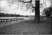 06-10/04/1964.04/06-10/1964.06-10 April 1964.Views on the River Shannon. The solid timber wharfs north of the bridge at Carrick on Shannon provide firstclass facilities for local and tourist fishermen. The reeded banks and parklands beside the wharfs make a pleasent setting.
