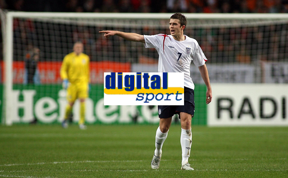 Photo: Paul Thomas.<br /> Holland v England. International Friendly. 15/11/2006.<br /> <br /> Central mid-fielder Michael Carrick of England yells out instructions.