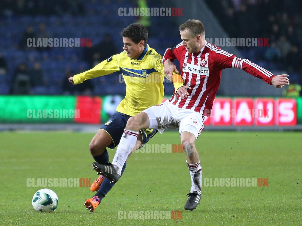 Christian Nørgaard (Brøndby) tackles af Rasmus Würtz (AaB).