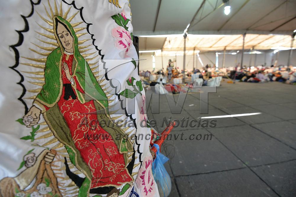 Toluca, México (Febrero 18, 2018).- Cientos de peregrinos convocados por la Diócesis de Toluca llegaron a la capital mexiquense para participar en la LXXX Peregrinación de Toluca a la Basílica de Guadalupe, descansaran en la ciudad de Toluca y a las 07:00 horas de este lunes partirán a la Ciudad de México.  Agencia MVT / Crisanta Espinosa.