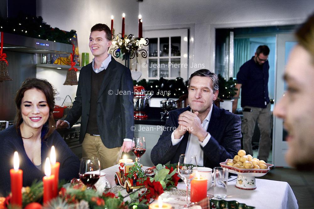 """Nederland, Amsterdam , 9 december 2013.<br /> PKN komt met tv-reclame voor kerstdiensten.<br /> GospelzangeresSharon Kips, actrice Gerda HavertongenCDA-fractievoorzitter in de Tweede KamerSybrand van Haersma Bumazijn er in te Zien. Maar ook anderen.Om zoveel mogelijk mensen tot een bezoek aan kerstdiensten te verleiden, gaat de Protestantse Kerk in Nederland (PKN) tv-reclame maken. Er worden van 18 december af ongeveer 125 spotjes uitgezonden via Nederland 1, 2 en 3 en RTL4. <br /> Volgens woordvoersterMarloes Nouwens-Keller van de PKN hoort die kerk 'van nature' tussen de kerstreclames thuis. Hetfeest van gezellig samen zijn, ontspannen en lekker eten, wordt door iedereen – onder meer door supermarkten, frisdrankmerken en tv-zenders - geclaimd, zegt ze. """"De Protestantse Kerk in Nederland heeft hét echte kerstverhaal in de aanbieding en de plek waar je dit samen kunt vieren. Het zou toch onverstandigzijn als wij dáár geen reclame voor maken"""".<br /> Op de foto CDA-fractievoorzitter in de Tweede KamerSybrand van Haersma Buma aan de kersttafel.<br /> Foto:Jean-Pierre Jans"""