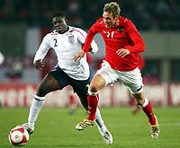 Fotball<br /> Østerrike v England<br /> 16.11.2007<br /> Foto: Gepa/Digitalsport<br /> NORWAY ONLY<br /> <br />  Micah Richards (ENG) und Roman Kienast (AUT)
