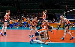 16-08-2016 BRA: Olympic Games day 11, Rio de Janeiro<br /> De Nederlandse volleybalsters staan in de olympische halve finales. In een overtuigende wedstrijd, waarin alleen de derde set werd verloren, was Oranje te sterk voor Zuid-Korea: 25-19, 25-14, 23-25 en 25-20 / Debby Stam-Pilon #16, Laura Dijkema #14, Myrthe Schoot #9, Anne Buijs #11, Lonneke Sloetjes #10, Robin de Kruijf #5