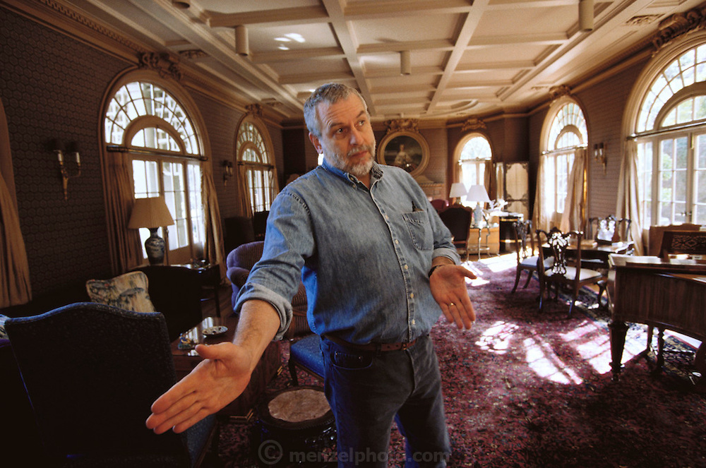 Silicon Valley, California; Nolan Bushnell, Atari founder at home in Woodside, California, living room. Model Released (1999).