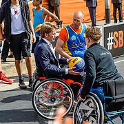 NLD/Tilburg/20170427- Koningsdag 2017, Prins Pieter Christiaan in rolstoel met balsport