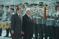 05 JUL 2001, BERLIN/GERMANY:<br /> Gerhard Schroeder (L), SPD, Bundeskanzler, und Ariel Sharon (R), Premierminister Israel, waehrend dem Abschreiten der Front des Wachbataillons der Bundeswehr, im Rahmen der Begruessung mit militaerischen Ehren, Bundeskanzleramt<br /> IMAGE: 20010705-01/02-15<br /> KEYWORDS: Bundeswehr, army, Soldat, Soldaten, Uniform, Gerhard Schröder