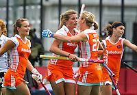 NOTTINGHAM - Vreugde bij Oranje nadat Kim Lammers (2e van links) de stand op 1-0 heeft gebracht.zaterdag tijdens Nederland-Duitsland (1-0) bij de Champions Trophy Hockey 2010 voor dames in Nottingham (Groot Brittannie). Door dit resultaat heeft Nederland zich geplaatst voor de finale op zondag. links Kelly Jonker, rechts Minke Smeets en tweede van rechts Janneke Schopman.