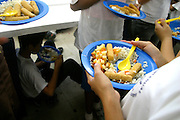 Sao Paulo_SP, Brasil...Estudantes comem de pe ou sentados no chao durante a merenda, pois nao existem cadeiras na cantina. Escola Estadual Brigadeiro Gaviao Peixoto. ..Students eat standing or sitting on the floor during the school lunch, because there are not any chairs in the canteen. State School Brigadeiro Gaviao Peixoto...Foto: LEO DRUMOND / NITRO
