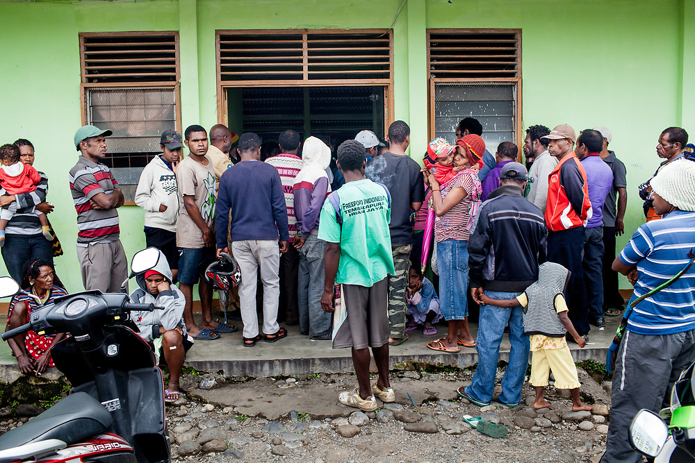 The main public health clinic in Wamena is swamped with over 200 patients a day seeking various forms of health treatment.<br /> <br /> Wamena currently has 1,894-recorded HIV/AIDS cases, and the number continues to rise.  The main public health clinic in Wamena is swamped with over 200 patients a day seeking various forms of health treatment.  Those who want to get tested for HIV must line up in the morning and register with everyone else.  The cramped HIV testing and counseling room is packed with several clients at a time, leaving no room for privacy and confidentiality.  Counselors are unable to spend much time educating patients and addressing their questions.  The lab responsible for processing the HIV test must also conduct lengthy tests for various illnesses including malaria and tuberculosis.  The overwhelming burden on both the staff and the facility reduces the quality of care.  Despite an increasing desire from the public to get tested for HIV, the clinic limits HIV testing to only 10 patients per day.  The director of the clinic believes that the cap is necessary to maintain quality control and ensure accurate test results.  Nevertheless, sometimes as many as 25 patients visit the clinic to get tested for HIV.  When they are turned away, many patients are discouraged to return.