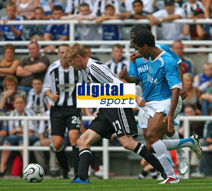 Photo: Andrew Unwin.<br />Newcastle United v PSV Eindhoven. Pre Season Friendly. 29/07/2006.<br />Newcastle's Damien Duff (L) gets hold of the shorts of PSV's Michael Lamey.