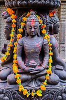 Nepal, Vallee de Kathmandu, Ville de Patan, statue de Boudha dans la rue / Nepal, Kathmandu valley, Patan city, Buddha statue in the street