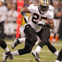 2008 October, 12: New Orleans Saints running back Reggie Bush (25) in action during a week six regular season game between the Oakland Raiders and the New Orleans Saints at the Louisiana Superdome in New Orleans, LA.