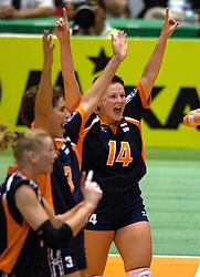18-06-2000 JAP: OKT Volleybal 2000, Tokyo<br /> Nederland - China 3-0 / Riette Fledderus, Francien Huurman