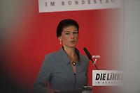 DEU, Deutschland, Germany, Berlin, 05.07.2016: Dr. Sahra Wagenknecht, Vorsitzende der Bundestagsfraktion von DIE LINKE, bei einem Pressestatement vor Beginn der Fraktionssitzung der Linkspartei im Deutschen Bundestag.