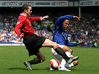 Photo: Paul Thomas.<br /> Everton v Manchester United. The Barclays Premiership. 28/04/2007.<br /> <br /> Joleon Lescott (R) of Everton is tackled by John o'Shea.