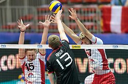 09.06.2017, TipsArena, Linz, AUT, FIVB, World League, Österreich vs Deutschland, Division III, Gruppe C, Herren, im Bild v.l.: Nicolai Grabmueller (AUT), Simon Hirsch (GER), Lorenz Koraimann (AUT) // v.l.: Nicolai Grabmueller (AUT), Simon Hirsch (GER), Lorenz Koraimann (AUT) during the men's FIVB, Volleyball World League, Division III, Group C match between Austria and Germany at the TipsArena in Linz, Austria on 2017/06/09. EXPA Pictures © 2017, PhotoCredit: EXPA/ JFK