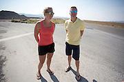 Lieske Yntema en Robert Braam, de rijders van het team, bekijken het parcours. Het Human Power Team Delft en Amsterdam (HPT), dat bestaat uit studenten van de TU Delft en de VU Amsterdam, is in Amerika om te proberen het record snelfietsen te verbreken. Momenteel zijn zij recordhouder, in 2013 reed Sebastiaan Bowier 133,78 km/h in de VeloX3. In Battle Mountain (Nevada) wordt ieder jaar de World Human Powered Speed Challenge gehouden. Tijdens deze wedstrijd wordt geprobeerd zo hard mogelijk te fietsen op pure menskracht. Ze halen snelheden tot 133 km/h. De deelnemers bestaan zowel uit teams van universiteiten als uit hobbyisten. Met de gestroomlijnde fietsen willen ze laten zien wat mogelijk is met menskracht. De speciale ligfietsen kunnen gezien worden als de Formule 1 van het fietsen. De kennis die wordt opgedaan wordt ook gebruikt om duurzaam vervoer verder te ontwikkelen.<br /> <br /> Lieske Yntema and Robert Braam take a look at the track. The Human Power Team Delft and Amsterdam, a team by students of the TU Delft and the VU Amsterdam, is in America to set a new  world record speed cycling. I 2013 the team broke the record, Sebastiaan Bowier rode 133,78 km/h (83,13 mph) with the VeloX3. In Battle Mountain (Nevada) each year the World Human Powered Speed Challenge is held. During this race they try to ride on pure manpower as hard as possible. Speeds up to 133 km/h are reached. The participants consist of both teams from universities and from hobbyists. With the sleek bikes they want to show what is possible with human power. The special recumbent bicycles can be seen as the Formula 1 of the bicycle. The knowledge gained is also used to develop sustainable transport.