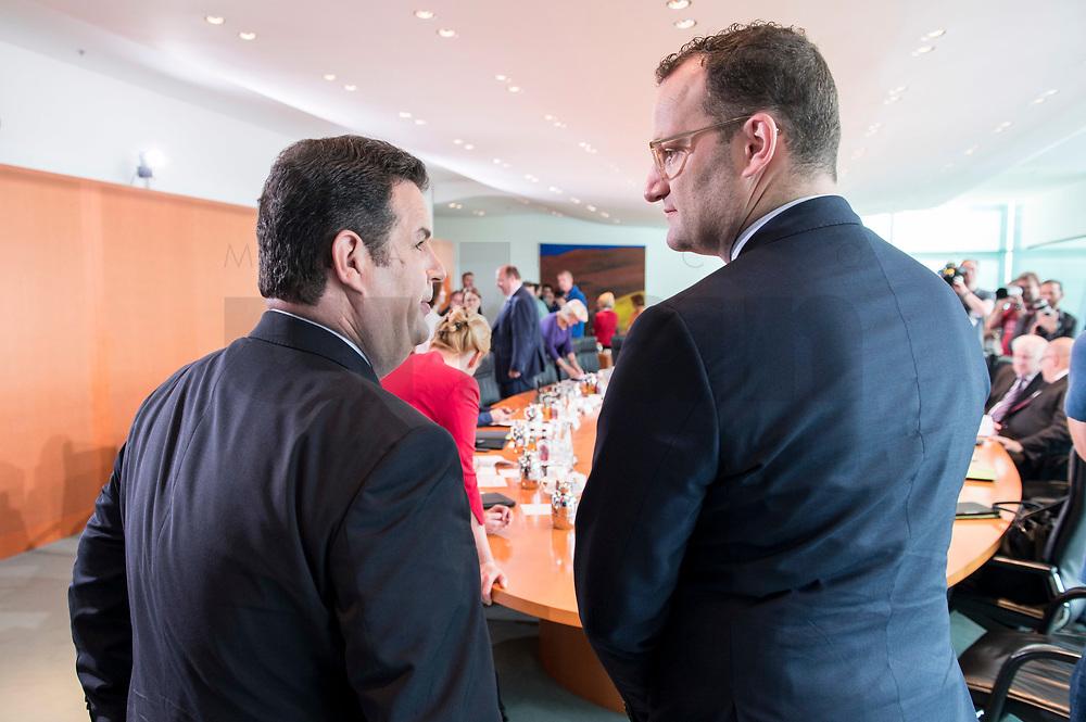 06 JUN 2019, BERLIN/GERMANY:<br /> Hubertus Heil (L), SPD, Bundesarbeitsminister, und Jens Spahn (R), CDU, Bundesgesundheitsminister, im Gespraech, vor Beginn der Kabinetsitzung, Bundeskanzleramt<br /> IMAGE: 20190606-01-012<br /> KEYWORDS: Sitzung, Kabinett, Gespräch