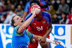 05-12-2019 JAP: Cuba - Slovenia, Kumamoto<br /> Fourth match groep A at 24th IHF Women's Handball World Championship. Slovenia win 39 - 26 of Cuba / Teja Ferfolja #15 of Slovenia, Nahomi Marquez Jabique #24 of Cuba