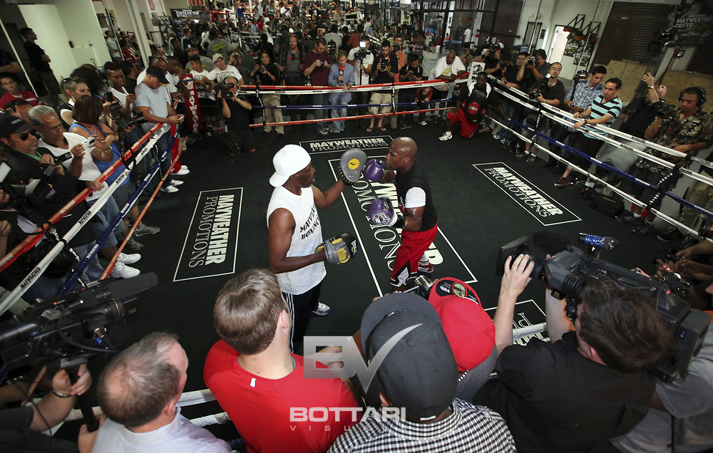 LAS VEGAS, NV - APRIL 24:  Boxer Floyd Mayweather Jr. trains during his media workout at Mayweather Boxing Gym on April 24, 2012 in Las Vegas, Nevada.  (Photo by Jeff Bottari/Getty Images)