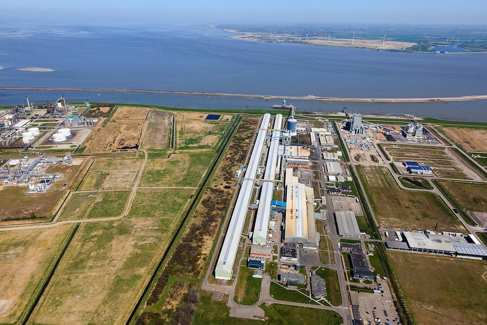 Nederland, Groningen, Delfzijl, 01-05-2013; Industrieterrein Eemsmondgebied met aluminiumsmelter ALDEL (aluminium Delfzijl) in de voorgrond en het Chemie park links. Industrial Estate of the Eemsmond area with aluminum smelter Aldel (aluminum Delfzijl) (foreground), on the left the Chemical Park.<br /> luchtfoto (toeslag op standard tarieven);<br /> aerial photo (additional fee required);<br /> copyright foto/photo Siebe Swart