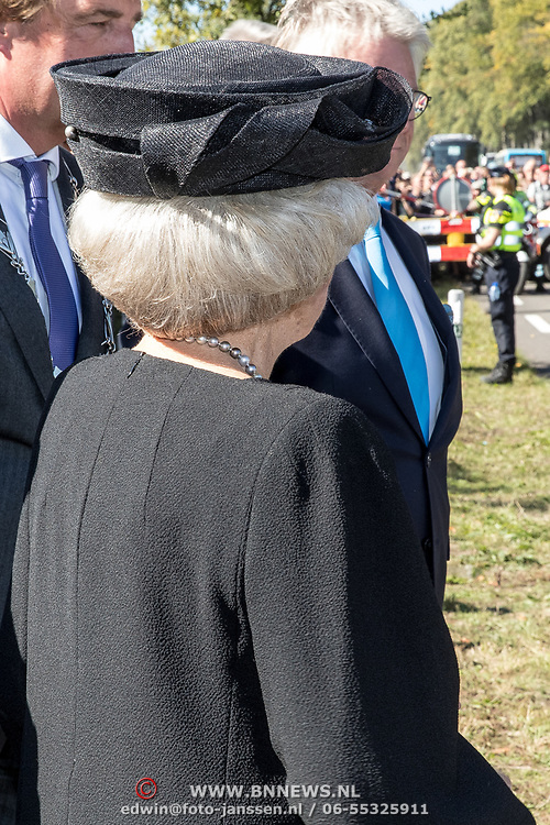 NLD/Ede/20190921- Prince Charles en Prinses Beatrix bij herdenking Airborne, Prinses Beatrix vertrekt na de herdenking