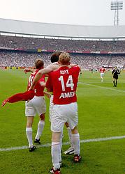 01-06-2003 NED: Amstelcup finale FC Utrecht - Feyenoord, Rotterdam<br /> FC Utrecht pakt de beker door Feyenoord met 4-1 te verslaan / Igor Gluscevic scoort de 2-0, Stefaan Tanghe, Dave van den Bergh, Dirk Kuyt