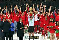 DFB-Pokalsieger 2006 Bayern Muenchen 1:0 Oliver Kahn mit DFB-Pokal<br /> DFB-Pokal Finale Eintracht Frankfurt - FC Bayern Muenchen  Bayern München <br /> Norway only