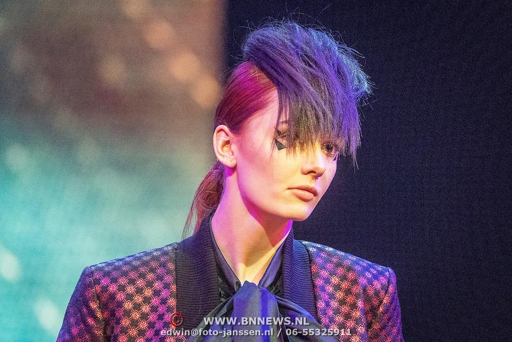 NLD/Amsterdam/20161025 - finale Holland Next Top model 2016, model Noor van Velzen